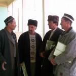 Дехкане пришедшие за консультациями в ИКЦ